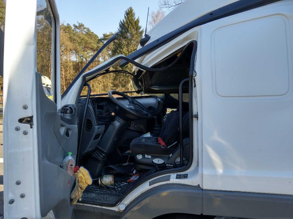 Verkehrsunfall, eingeklemmte Person LKW